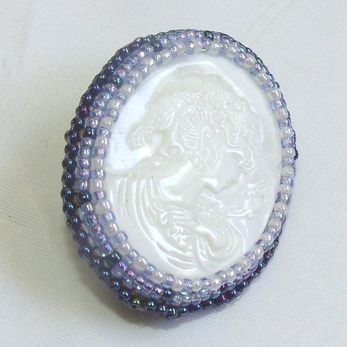 Natural Shell cameo brooch