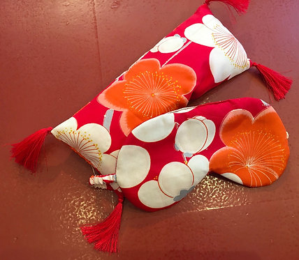 Eyemask in kimono silk with matching lavender pillow