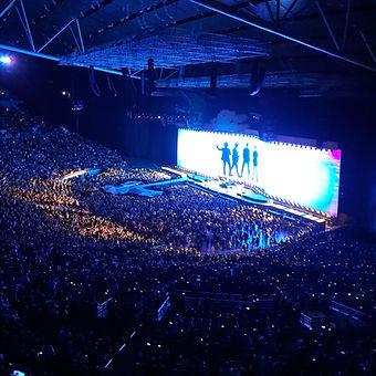bino realuyo U2 joshua tree concert mani