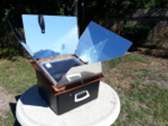 Sunnyboy Solar Oven warming up