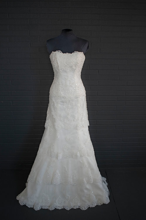 Ivory Lace Wedding Gown - Size 4