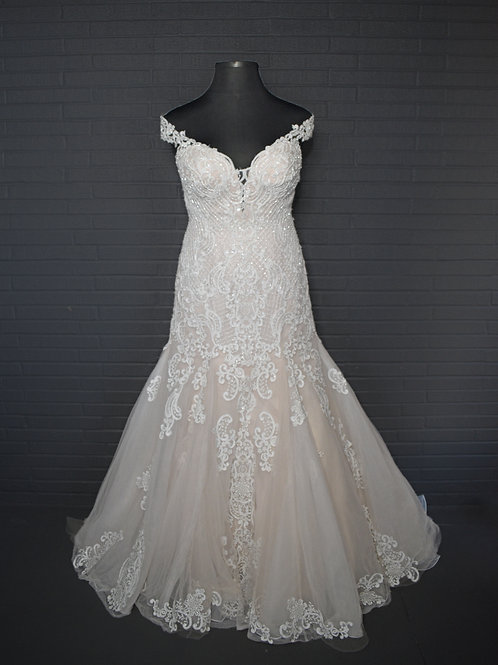 Essence Ivory Lace Wedding Gown - Size 16