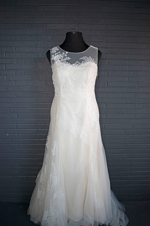 Ivory Lace Wedding Gown - Size 18W