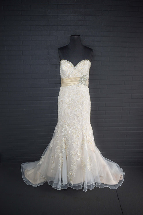 Mori Lee Ivory Lace Wedding Gown - Size 16