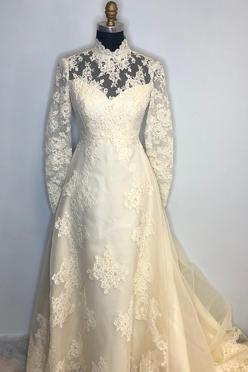 Vintage Lace Wedding Gown - Size 2