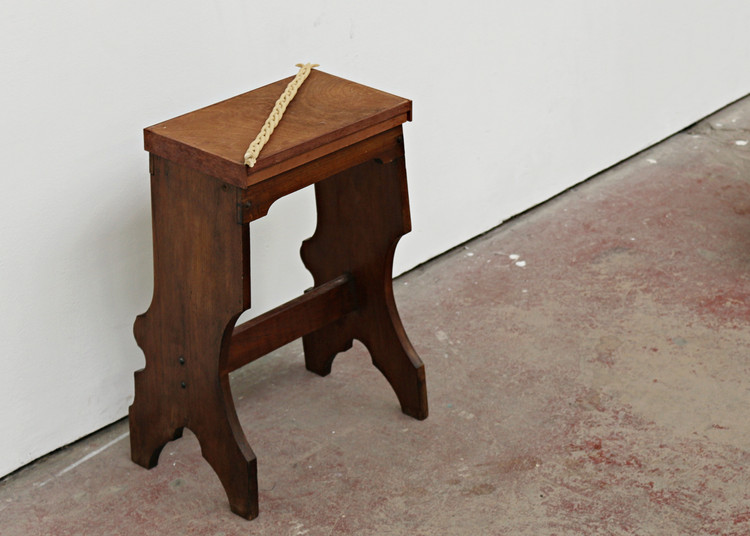 Modified prayer stool, Ceramic plait