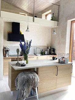 Bucksandspurs_rawoak_kitchen_3.jpg
