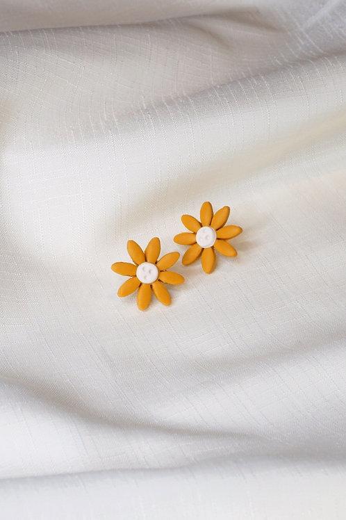 Mustard Daisy (Studs)