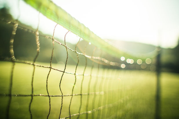 wet-tennis-net-in-the-morning-picjumbo-c