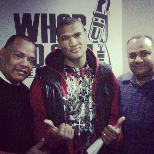 In the radio station promoting my new hit song #radio  #interview  #entrevista #yoneiry_el_maestro #