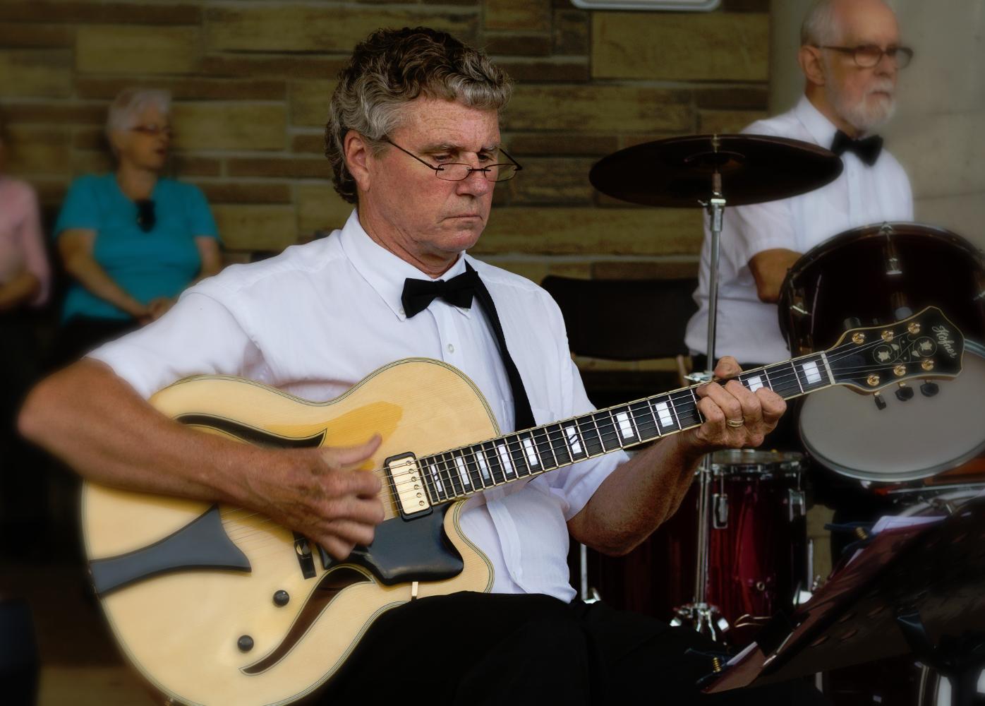 Rob McKay - Guitar