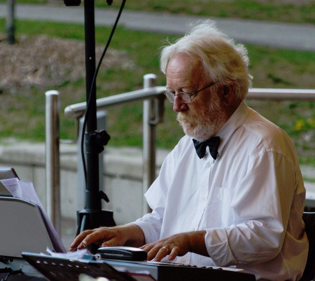 Lynn Snyder - Keyboard