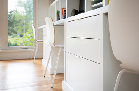 Desk : Drawers : Shelving