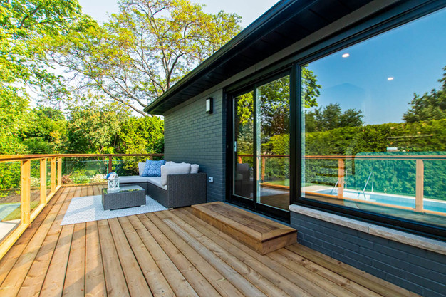 Exterior : Patio and Deck
