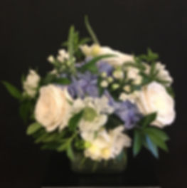 blue and white centerpiece.jpg