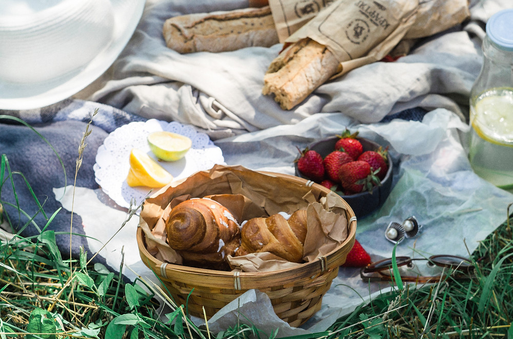 summer picnics, strawberry gin recipe, egmag