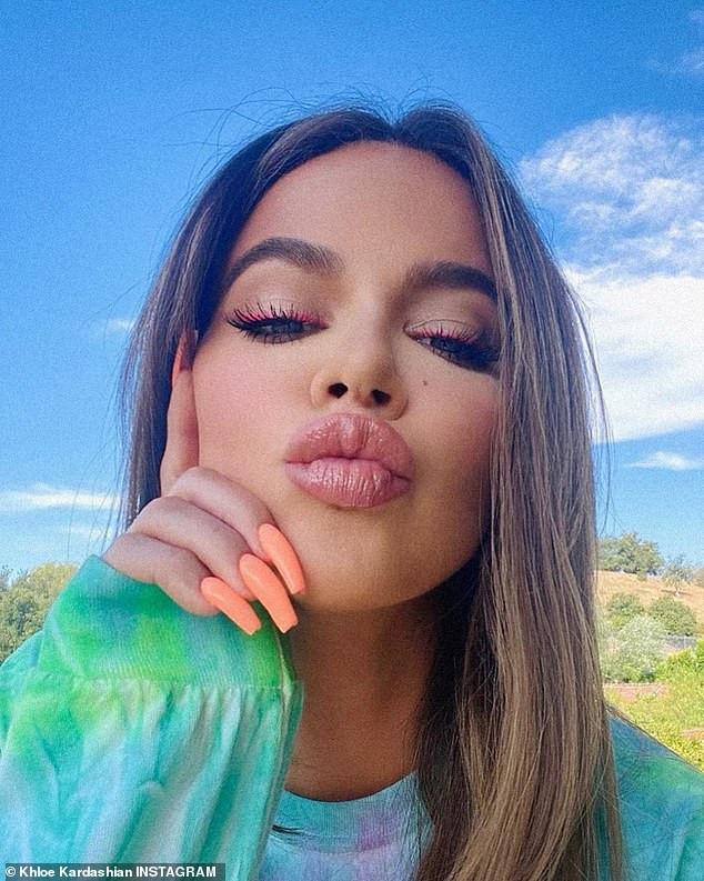 Khloe Kardashian shows off her plump pout