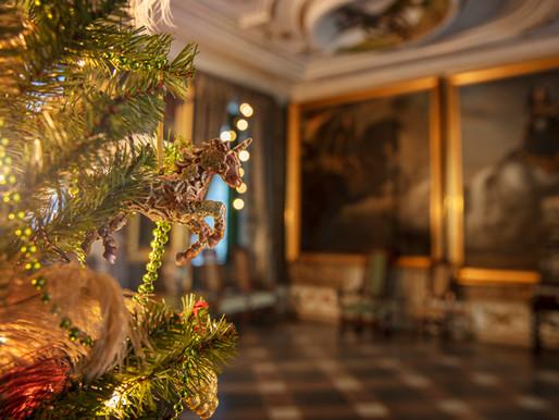Familjen Wrangel firar nutida jul i guldiga slottssalar