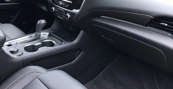 Chevy Traverse 2018 interior 2.jpg
