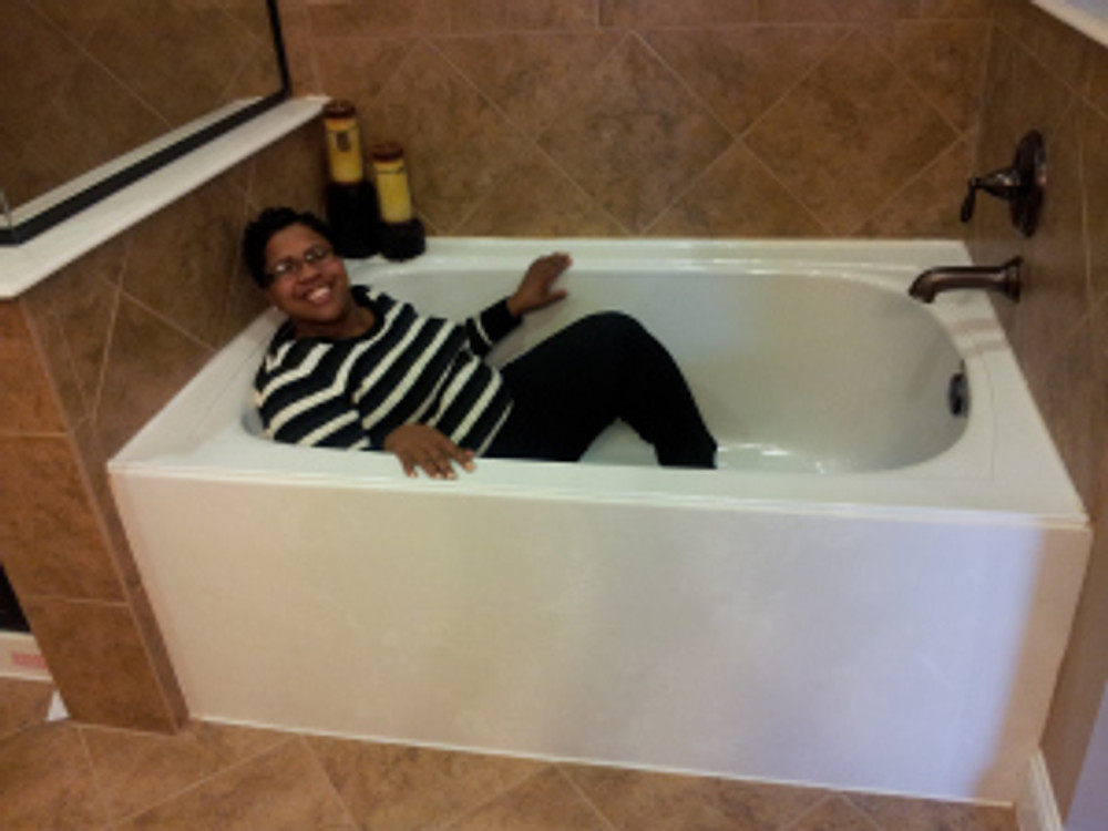 I loved this tub! I can spend hours in the tub.