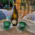 aperitief op het terras op de binnenkoer