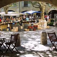 uzes-markt-op-place-des-herbes-cc-by-pet