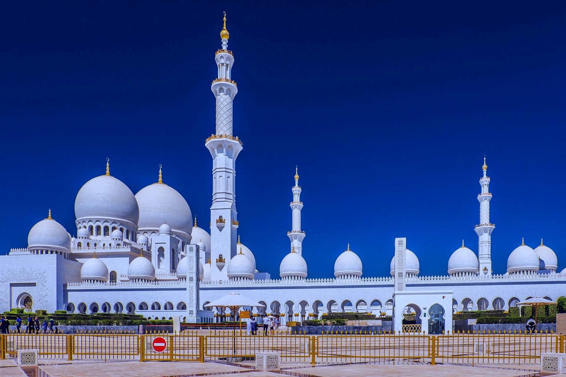 Abu Dhabi Sheikh Zayed grand mosque tour