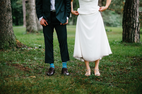 Ottawa Gatineau wedding photographer Melanie Mathieu captures bride and groom at the Ottawa Arboretum on a rainy wedding day.