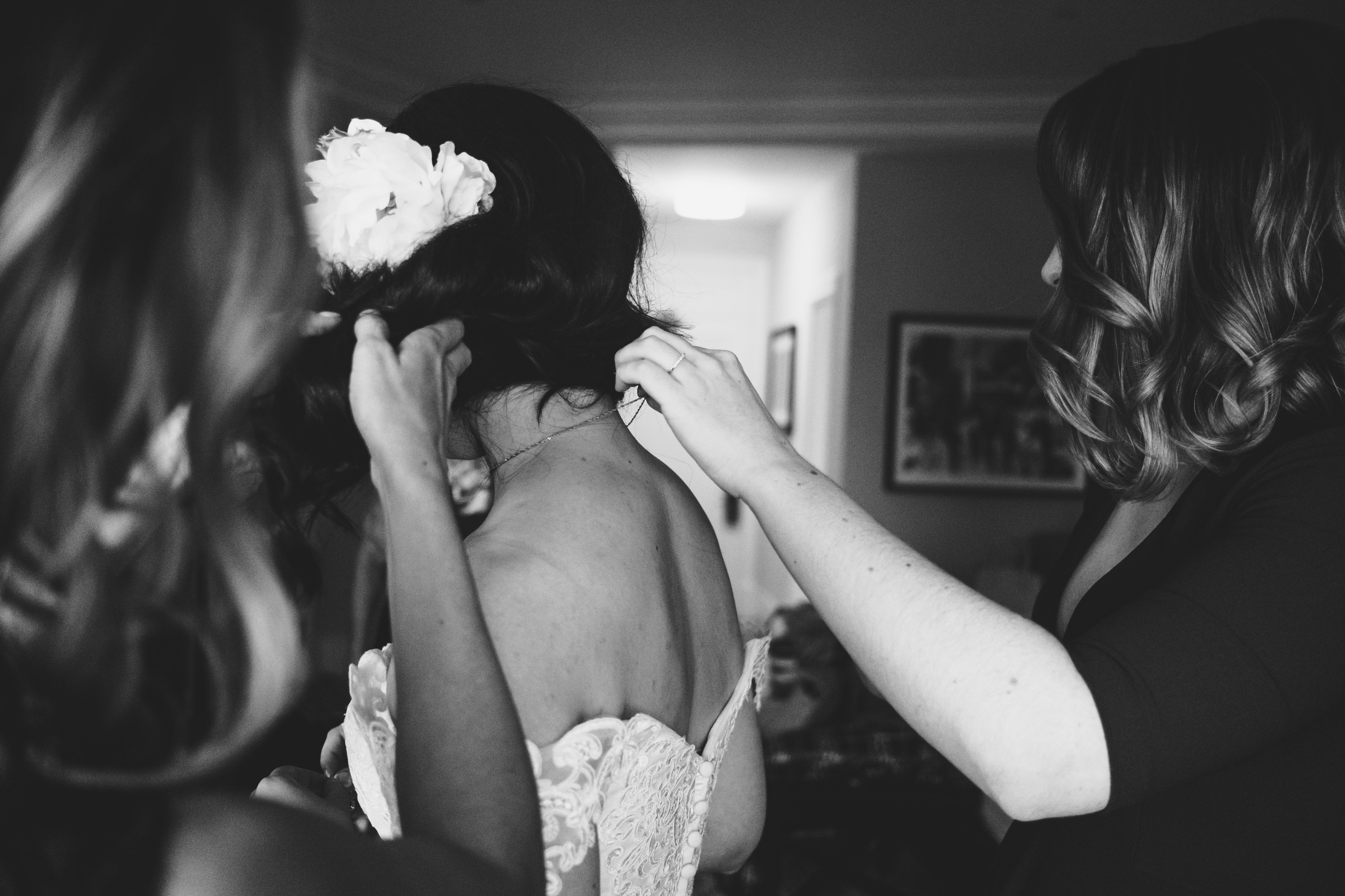Detail of bridal party getting ready at the Chateau Laurier before her ceremony at the Metropolitain Brasserie.