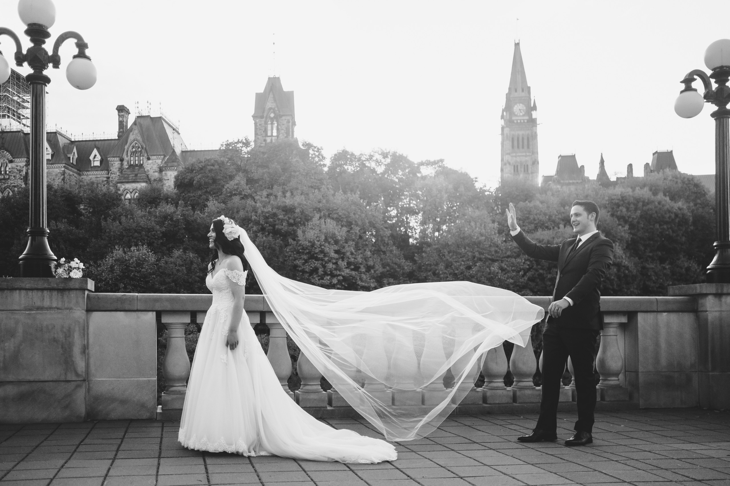Fall wedding photography session downtown Ottawa at Major's Hill Park with Melanie Mathieu Photography.