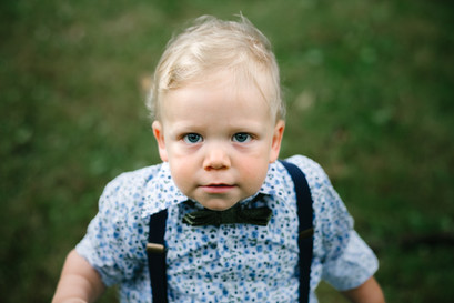 Toddler at wedding ceremony in Ottawa at the Arboretum. Photo by Melanie Mathieu Photography, Ottawa Gatineau photographer.