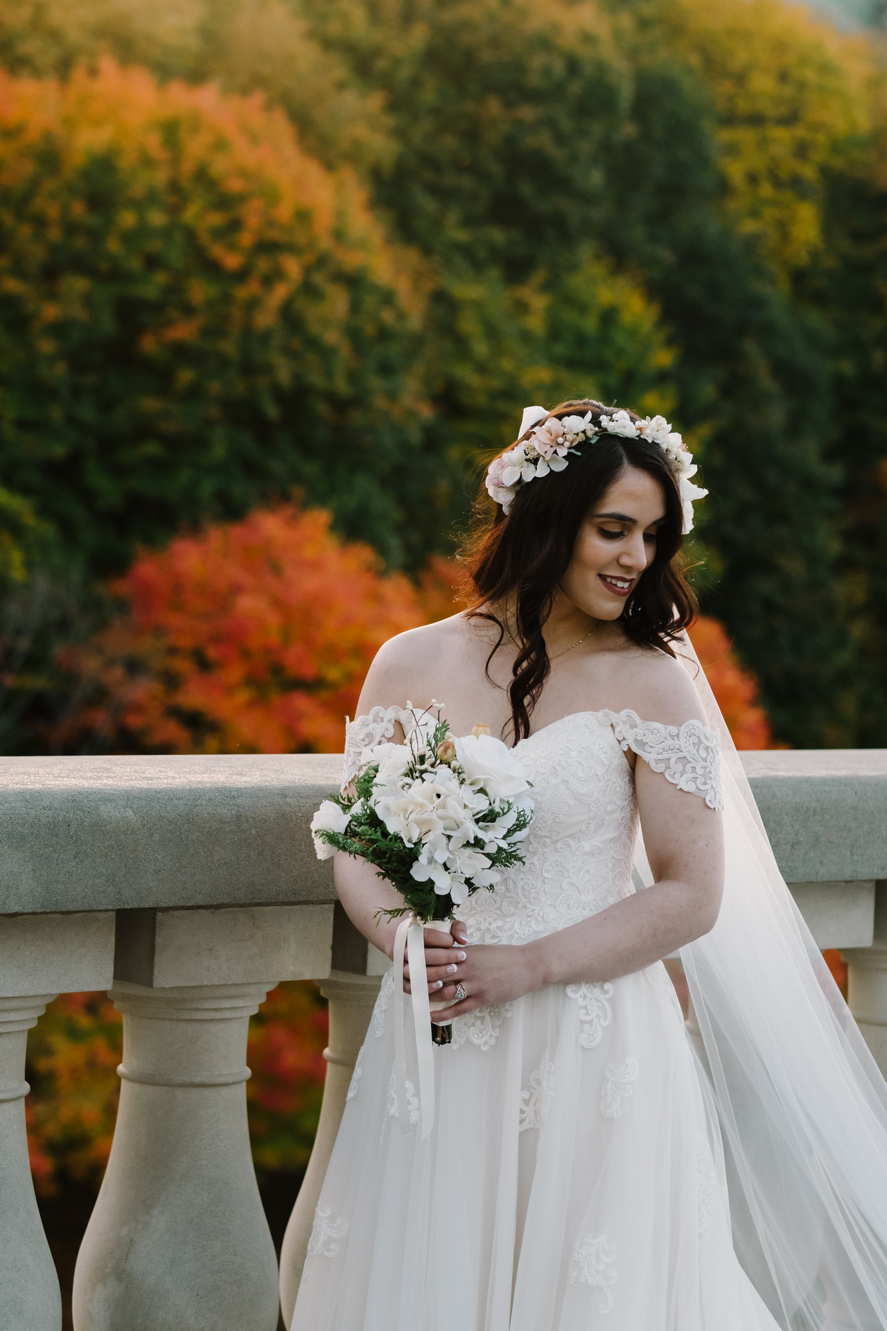 Fall bride in Ottawa near the Chateau Laurier and Major's Hill Park. Fall wedding photography session by Melanie Mathieu Photography.