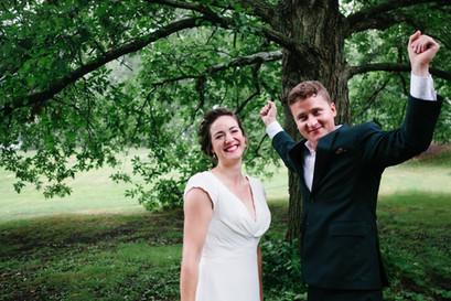 Bride and groom after wedding ceremony at the Ottawa Arboretum. Photo by Melanie Mathieu, wedding photographer in Ottawa Gatineau.
