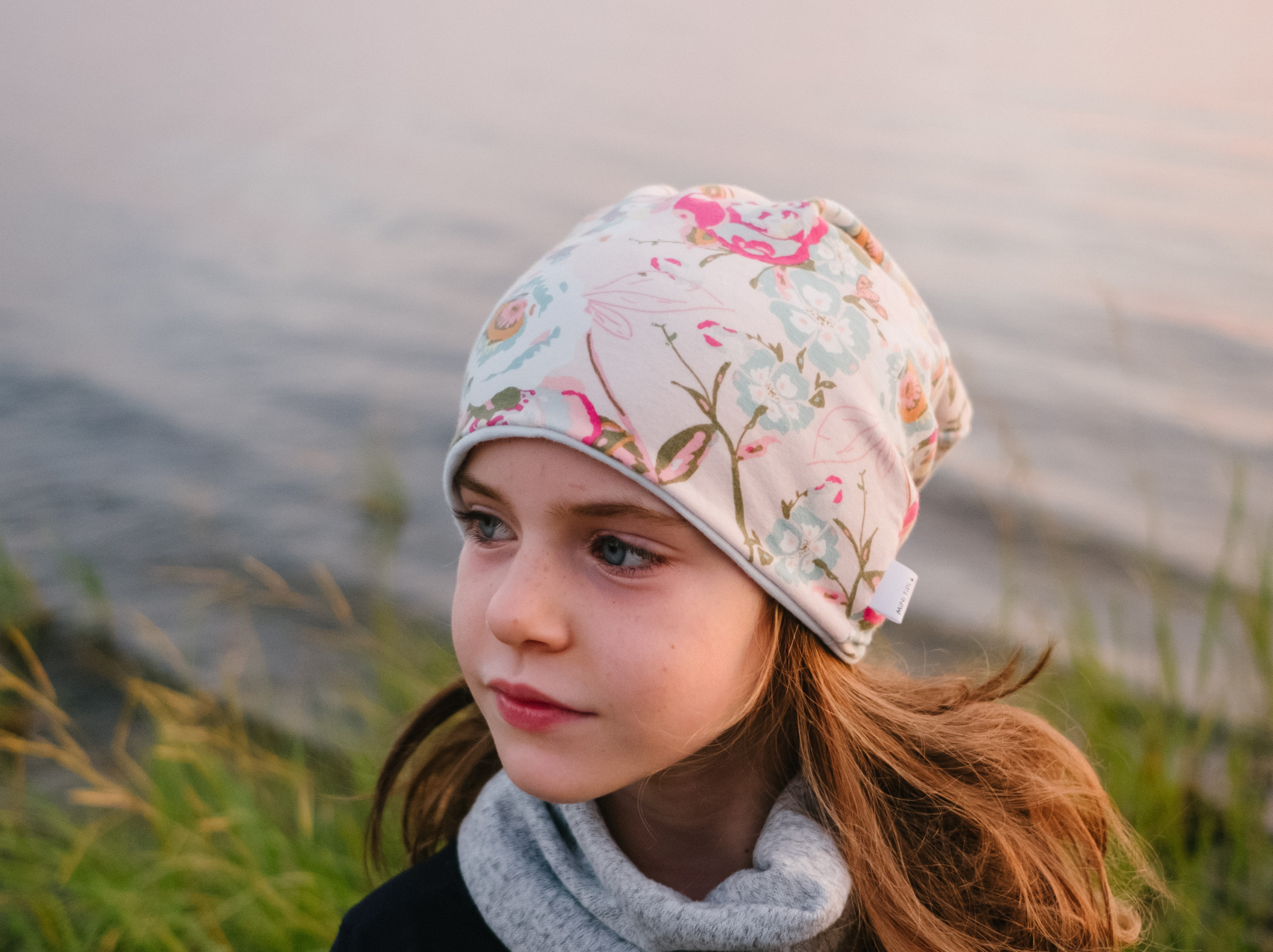 Branding and lifestyle photographer Melanie Mathieu captures portrait of a girl wearing a Mini Tipi beanie during branding photography session. Photo session in Aylmer QC at the beach at sunset.