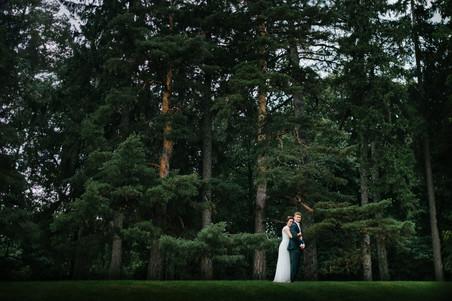 Bride and groom posing at the Ottawa Dominion Arboretum after rainy day wedding ceremony. Photo by Melanie Mathieu Photography, ottawa gatineau photographer.