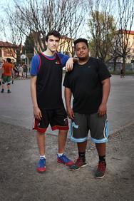 Matteo e Haddry at basket playground in Parco della Resistenza.