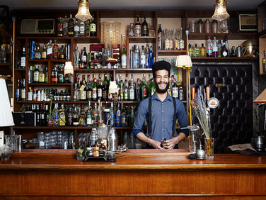 «Knowing someone starting from the internet is a risk but also an adventure, a way to get out of the same old circle of friends without romantic involvement. We can also make up our wage, but the true reward is the experience itself».  Vinicius, 23-year-old, bartender in Milan. rate: negotiable