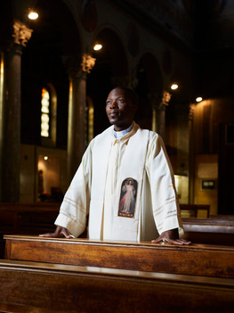 Padre Matthieu Silue, 40 years old, is a priest native of the Ivory Coast. Born in a Muslim family and after a lengthy academic journey, a philosophy and theology degree, he decides to wear the cassock. Regardless of the numerous difficulties faced, like his family's opposition, Matthieu attains his wish and in 2010 arrives in Italy where he is appointed to the parish of Santa Croce in Milan.