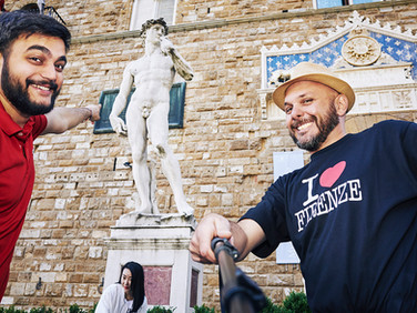 «I subscribed a fake friend site while I was on holiday in Belgium. In the Erasmus generation, the desire to be in touch with different people is strong».  Cosimo, 25-year-old, local councilor in Florence. rate: negotiable