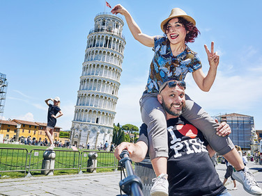"""«Among my """"clients"""", there was a 35-year-old guy: he was looking for a person to take a picture with, and publish it on social media and make his ex-girlfriend jealous».  Francesca, 37-year-old, technician at the neurologic department in Pisa. rate: 15 euro/hour"""
