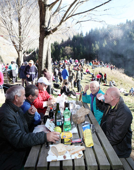 Sunday December 7, 2014 Mosceta (Lucca). Lunch at the Freo shelter.