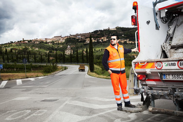 Alessandro, street collecting. Via dei Mori, Cortona (AR).