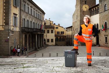 Michela, door-to-door collecting. Piazza della Libertà, Arezzo.