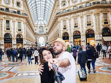 «I am used to travel by myself and I love sharing: this is a form of sharing that is not limited to objects only».  Simona, 46-year-old, freelance in Milan. tariffa: 10 euro/hour