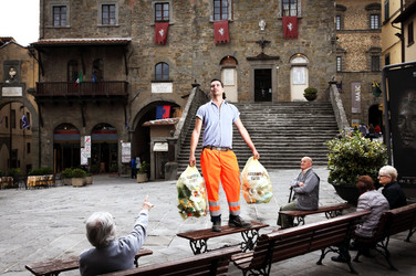 Luca, door-to-door collecting of cans and plastic. Piazza della Repubblica, Cortona (AR).