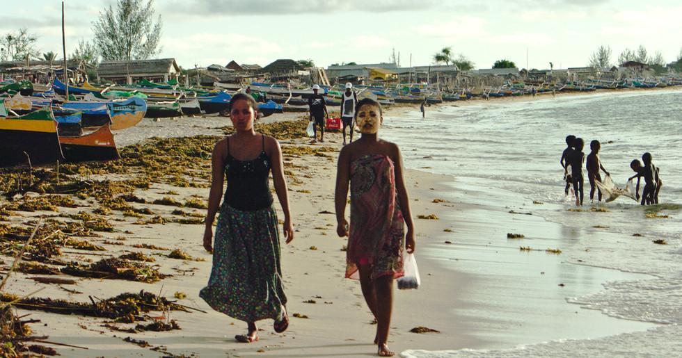 Erst vor etwa 1000 Jahren besiedelten Menschen aus dem indonesisch-malaiischen Raum, aus Afrika und Arabien die Insel.