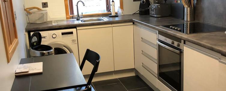 HIllhead self catering apartment lerwick kitchen 2.JPG