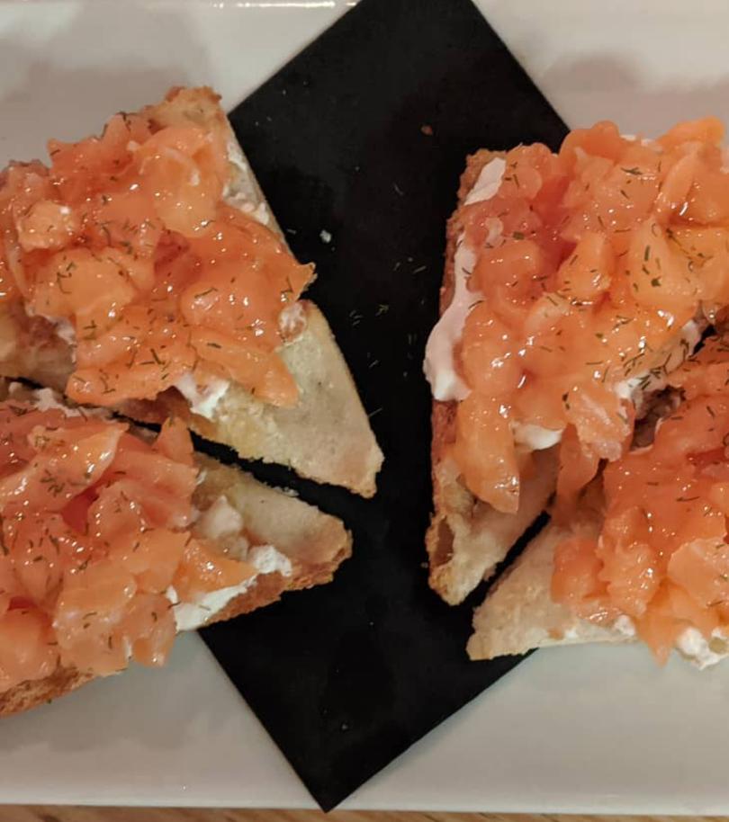 Salmón con queso fresco y miel de trufa