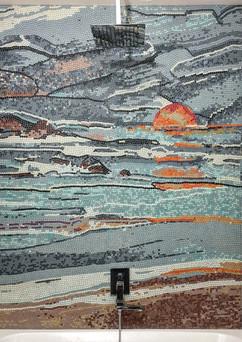 Художественная мозаика на всю стену в ванной комнате