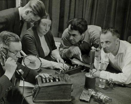 Opname_van_een_hoorspel_Recording_a_radi